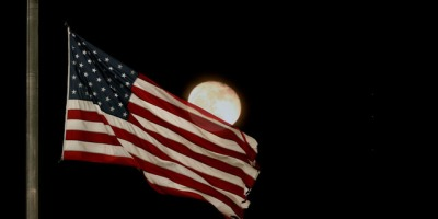 flag-with-moon-1496766-639x426